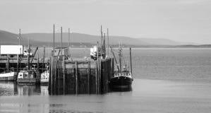 Barcos en el puerto durante la bajamar en Digby, Nova Scotia Imagen de archivo