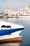 Barcos en el puerto Syros Grecia de Hermoupolis foto de archivo libre de regalías