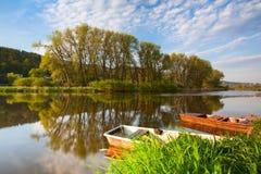 Barcos en el río Foto de archivo libre de regalías