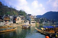 Barcos en el río fotos de archivo