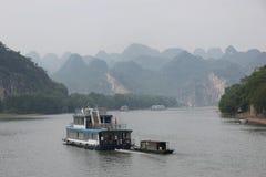 Barcos en el río de Li, China Imagen de archivo libre de regalías