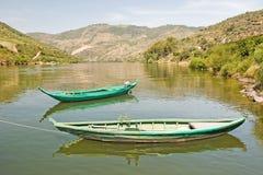 Barcos en el río Duero Portugal Fotos de archivo libres de regalías