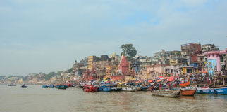 Barcos en el río Ganges en Varanasi Imágenes de archivo libres de regalías