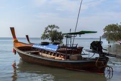 Barcos en Koh Mook Coast Line Fotografía de archivo libre de regalías