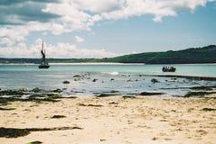 Barcos en la bahía en St Ives, Cornualles fotografía de archivo