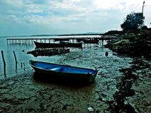Barcos en la bahía en un día nublado Imagen de archivo libre de regalías