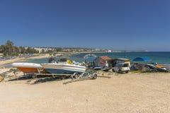 Barcos en la costa de la isla de Chipre Imagen de archivo