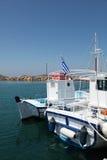 Barcos en la isla de Paros imágenes de archivo libres de regalías