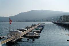 Barcos en la orilla de los di Lugano, Suiza de Lago Fotografía de archivo libre de regalías