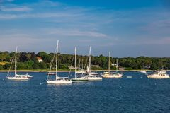 Barcos en la orilla de mar en el bacalao de cabo mA Fotografía de archivo libre de regalías