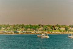 Barcos en la orilla de mar en el bacalao de cabo mA Foto de archivo libre de regalías
