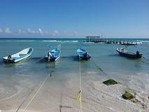 Barcos en la playa Foto de archivo libre de regalías