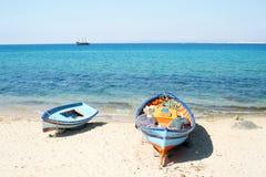 Barcos en la playa Imagen de archivo libre de regalías