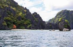 Barcos en la playa del EL Nido, Filipinas Imagenes de archivo