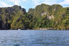 Barcos en la playa del EL Nido, Filipinas Foto de archivo