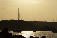Barcos en la puesta del sol Imágenes de archivo libres de regalías