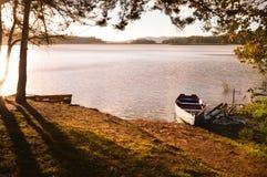Barcos en la puesta del sol en el parque nacional Chiap de Lagunas de Montebello Fotografía de archivo