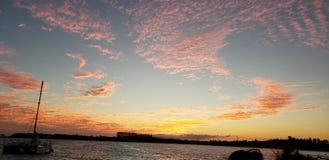 Barcos en la puesta del sol foto de archivo libre de regalías