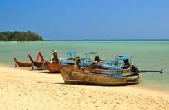 Barcos en las islas de la phi de la phi en Tailandia Fotos de archivo libres de regalías