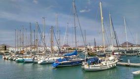 Barcos en Marina Pier en Lanzarote imagen de archivo