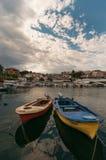 Barcos en Neos Marmaras Imágenes de archivo libres de regalías