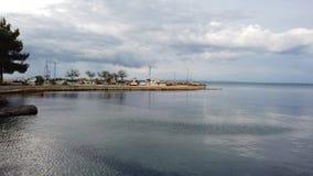 Barcos en puerto cerca de la playa de Tsilivi metrajes
