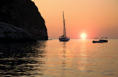 Barcos en puesta del sol Fotografía de archivo libre de regalías