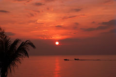 Barcos en puesta del sol foto de archivo libre de regalías
