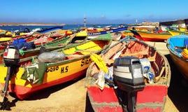 Barcos en Punta de Choros, Chile imagenes de archivo