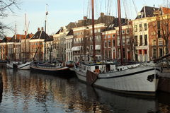 Barcos en un canal Fotos de archivo libres de regalías