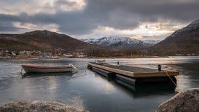 Barcos en un fiordo en Noruega metrajes