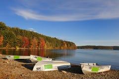 Barcos en un lago Imágenes de archivo libres de regalías