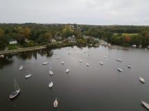 Barcos en un lago imagen de archivo