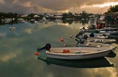 Barcos en un mar tranquilo Imágenes de archivo libres de regalías