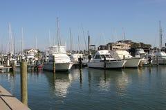 Barcos en un puerto deportivo Imagen de archivo libre de regalías