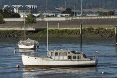 Barcos encalhados na lama Imagens de Stock