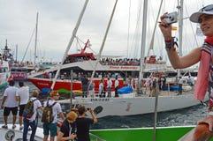 Barcos espectadores de la raza 2014 - 2015 del océano de Volvo Imagen de archivo libre de regalías
