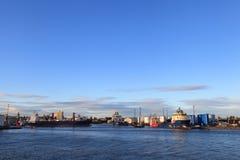 Barcos grandes de la fuente en el puerto de Aberdeen el 27 de enero de 2016 Imagenes de archivo