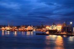 Barcos grandes de la fuente en el puerto de Aberdeen el 27 de enero de 2016 Fotos de archivo libres de regalías