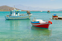 Barcos en la costa de Creta Imagen de archivo libre de regalías