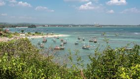 Barcos móviles Timelapse 4k de la bahía de Sri Lanka almacen de metraje de vídeo