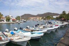 Barcos mexicanos del centro turístico Imágenes de archivo libres de regalías