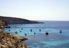 Barcos na água cristalina Foto de Stock