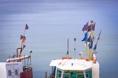 Barcos na água do mar azul, Fotografia de Stock
