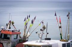 Barcos na água do mar azul, Imagens de Stock