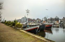 Barcos na água no tempo nebuloso Foto de Stock Royalty Free