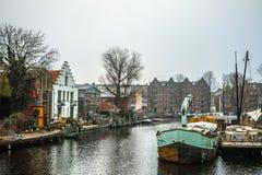 Barcos na água no tempo nebuloso Fotos de Stock Royalty Free