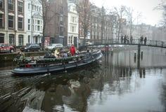 Barcos na água no tempo nebuloso Imagens de Stock Royalty Free