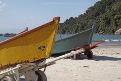 Barcos na areia Fotos de Stock Royalty Free