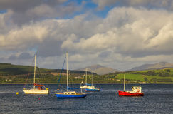 Barcos na baía de Gourock imagem de stock